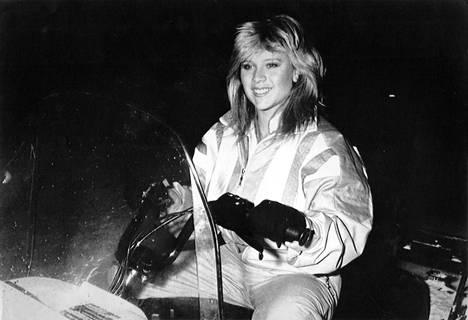 Samantha Fox oli suosionsa huipulla 1980-luvulla. Tuolloin hän pisti Suomessa vieraillessaan Nilsiän sekaisin.