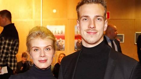 Alina Tomnikov ja Lauri Laukkanen juhlivat häitään lauantaina.