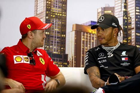 Lewis Hamilton (oik.) voitti Mercedeksen ratissa viisi formula ykkösten maailmanmestaruutta niiden kuuden vuoden aikana, jotka Sebastian Vettel kilpaili Ferrarilla.