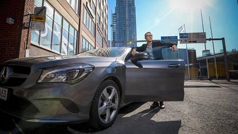 Efrati toteutti hiljattain yhden mieliteoistaan. Hän osti Mercedes-Benzin.