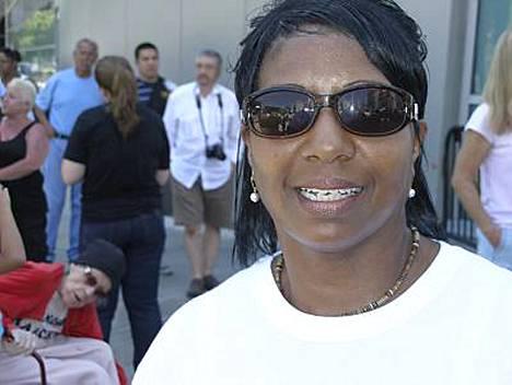 Aerobic-ohjaaja Andrea George kiittää Jacksonia urastaan.