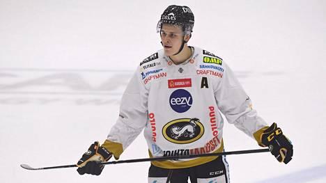 Jesse Puljujärvi sai polvitaklauksesta suihkukomennuksen lauantain kierroksella.