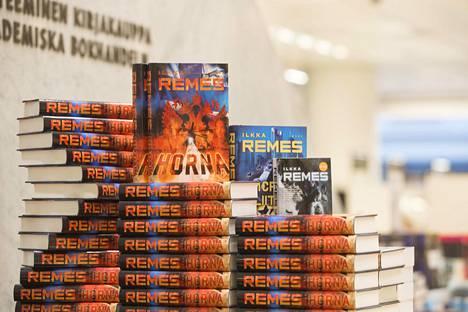 Ilkka Remeksen kirjat ovat suosittuja joululahjoja.