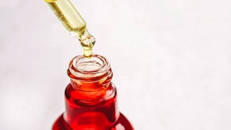 Teepuuöljy on monille tuttu teini-iän ihonhoidosta.