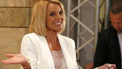 Britney Spears hehkuu uutta onnea.