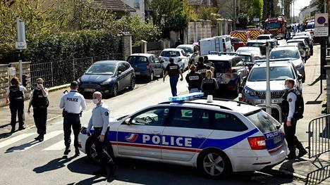 Poliisi tutki tapahtumia Rambouillet'ssa.