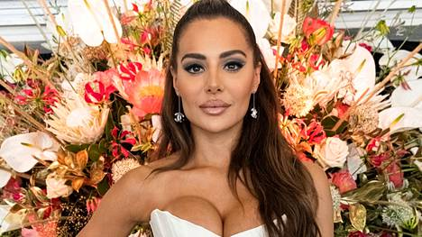 Sofia Belórfin elämästä kertova tosi-tv-sarja Sofian salaisuudet alkoi maanantaina.