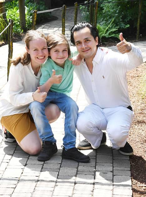 Laurent vanhempiensa Alexander ja Lydia Simonsin kanssa Amsterdamissa.