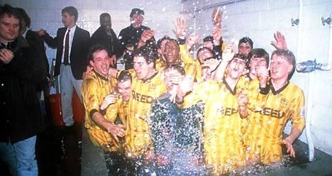 Sutton pudotti vuonna 1988 Coventryn.
