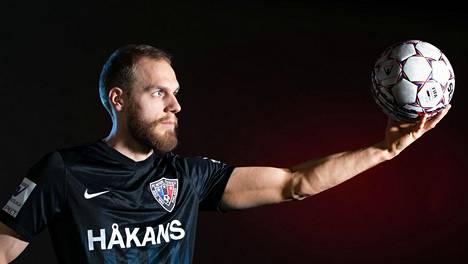 Timo Furuholm oli valmis panemaan kaiken peliin saadakseen lipun illan otteluun.