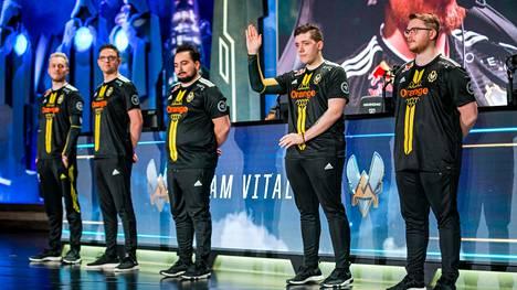 Vitality kilpailee muun muassa League of Legendsissa. Kuvassa LoL-joukkue vuoden 2018 MM-kisoissa.