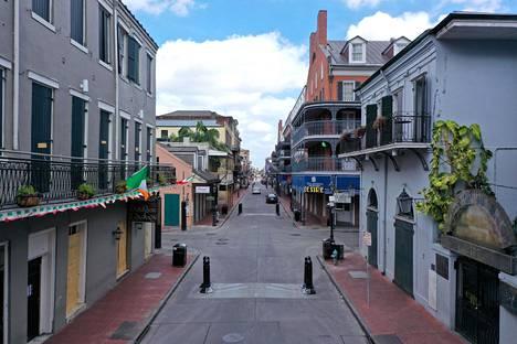 Nyt New Orleansin kuuluisa Bourbon Street on autio. Kaupungin asukkaat on määrätty pysymään kotonaan.
