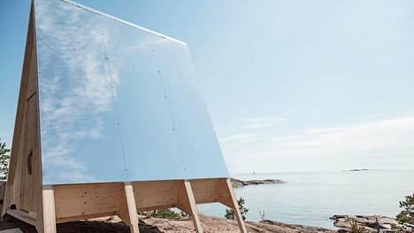 Sähköä tuotetaan aurinkopaneeleilla.