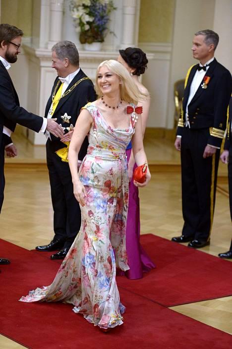 Kansanedustaja Maria Guzenina on kuulunut jo vuosia Linnan seuratuimpiin kaunottariin. Kuva vuodelta 2015, jolloin hänen yllään nähtiin Dolce & Gabbanan luomus.