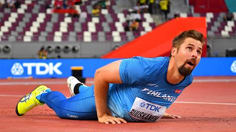 Antti Ruuskanen jäi Dohan MM-kisoissa selvästi finaalipaikasta. Myöhemmin yhdeksi syyksi vaisuuteen paljastui puhdistusoperaation vaatinut tukijalan polvi.