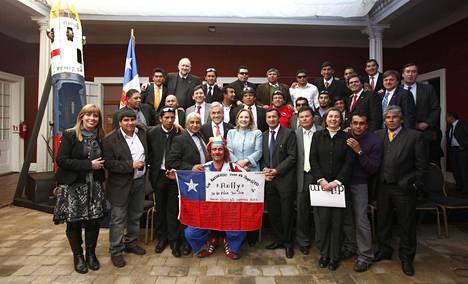 Elokuussa 2011 kaivosmiehet vierailivat presidentti Sebastian Piñeran luona turman vuosipäivän merkeissä.