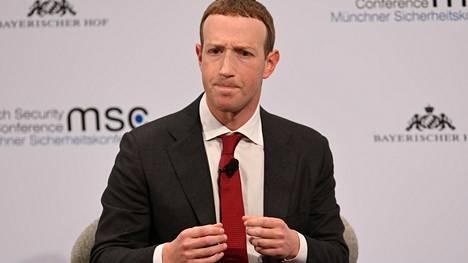 Zuckerberg myönsi Münchenissä teknologiayhtiöiden lähtenee hitaasti vastaamaan vaalivaikuttamiseen vuoden 2016 vaalien jälkeen.