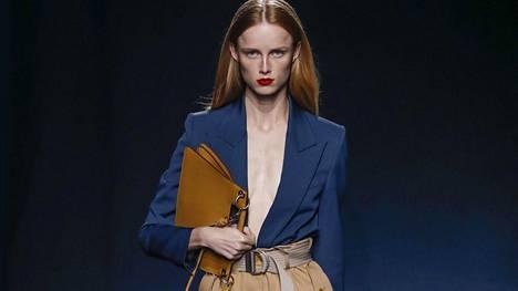 Naisten housut muuttavat muotoaan – oletko valmis mielipiteitä jakavaan tyyliin?