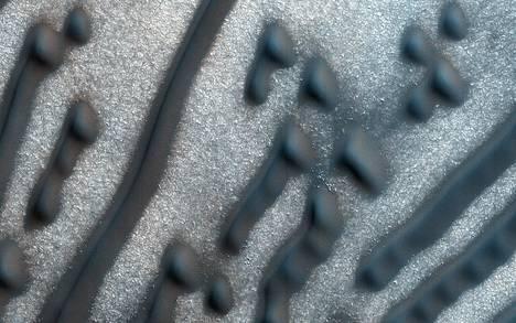"""""""Morsekirjoitusta"""" Marsin pinnalta."""