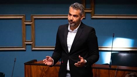 Hussein al-Taee eduskunnassa.