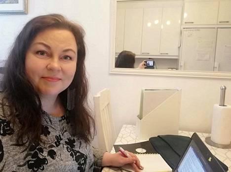 Katja Koivukoskea Uudenmaan rajan sulkeminen ei haittaa työn puolesta ainakaan välittömästi.