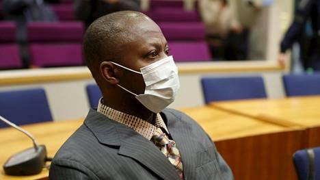 Sierraleonelainen Massaquoi Gibril Ealoghima Pirkanmaan käräjäoikeudessa tänään.