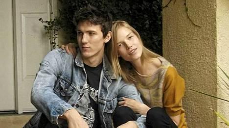 Suvi Koponen poikaystävänsä Tyler Riggsin kanssa.