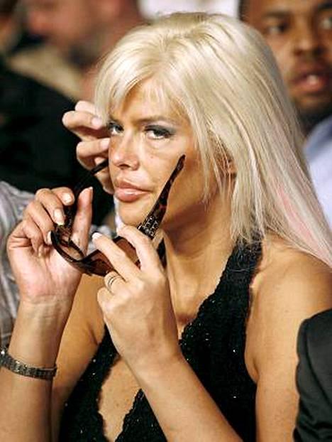Anna Nicole Smithin ruumiista käydään oikeudenkäyntiä.
