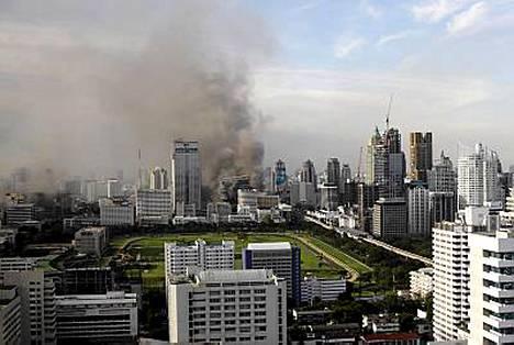 Bangkokissa on tulessa useita suuria rakennuksia.