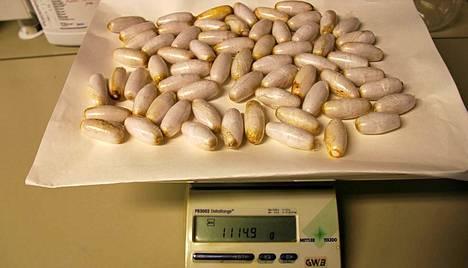 Suomen tullin takavarikoimaa heroiinia vuonna 2011.