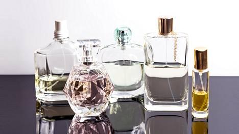 Tiedätkö, mitä eroa on EdP:llä ja EdT:llä? Näin pitkään eri tuoksut pysyvät ihollasi
