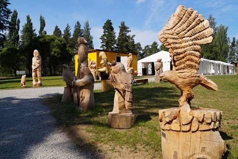 Retretin kulttuuripuistossa on esillä 23 Kalevala-aiheista puuveistosta 12 taiteilijalta.