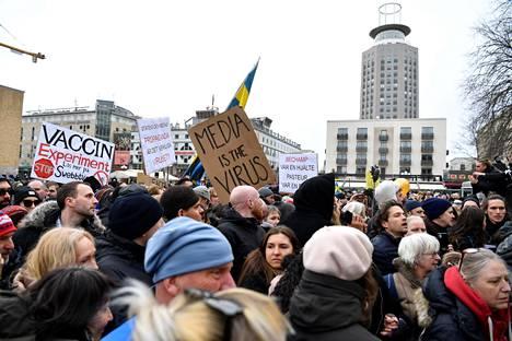 Mielenosoitukseen arvioitiin osallistuneen joitakin satoja ihmisiä.