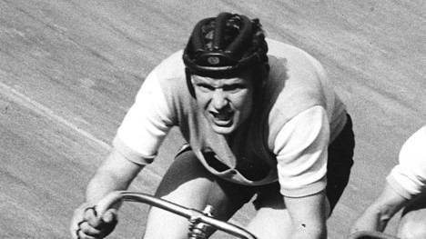Raimo Nieminen (kuva 1960-luvun lopulta) menestyi ratapyöräilyssä.