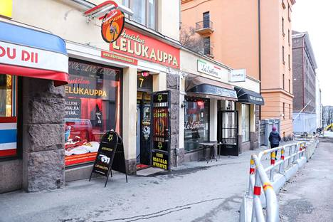 Aikuisten lelukauppa on perinteikäs erotiikkaliike Helsingin Kalliossa.
