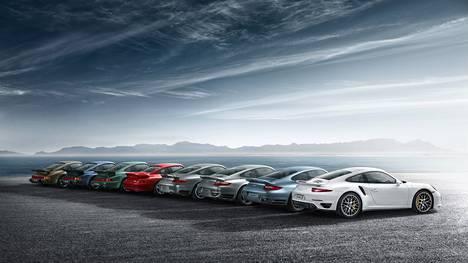 Porschen tehtaalla Stuttgartissa on käytössä 34-tuntinen työviikko. Kuvassa Porsche 911 Turbo S -autoja.