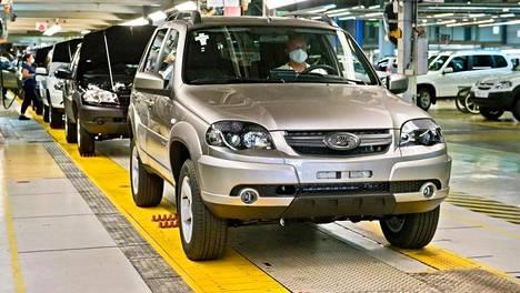 Nelivetoinen Lada Niva on yksi venäläisen autoteollisuuden kuumimmista malleista.