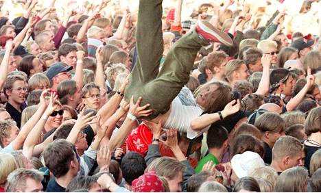 Vuonna 1996 yleisö Ruisrockissa innostui Rage Against -keikalla.