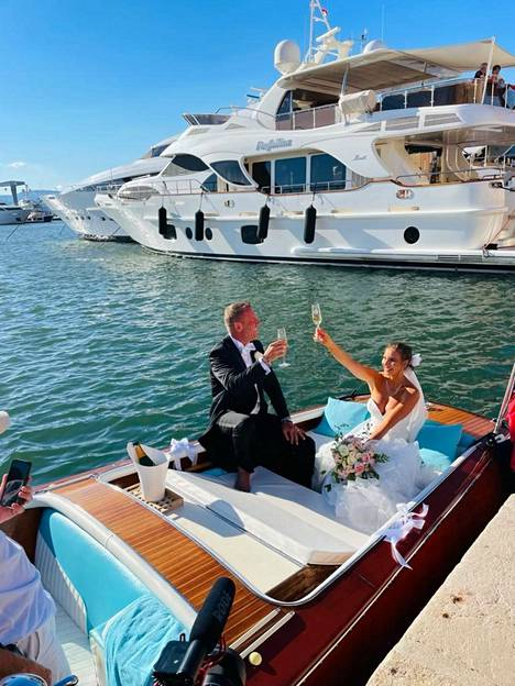 Riva on tunnetuin italialaisen Ferretti Groupin venemerkeistä. Kaunislinjaisia veneitä on valmistettu vuodesta 1842.