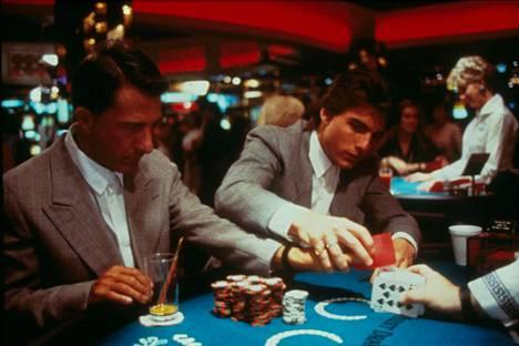 Dustin Hoffmanin ja Tom Cruisen esittämä erikoinen veljespari kasinolla.