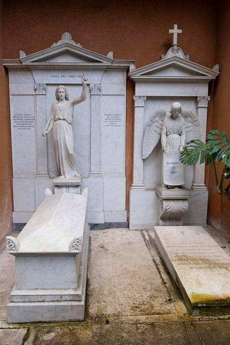 Emanuela ei lepää Saksalaisen hautausmaan kauniissa haudoissa.