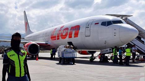 Lion Air -yhtiön Boeing 737 -matkustajakone kuvattuna Mutiara Sis Al Jufrin lentokentällä 10. lokakuuta.