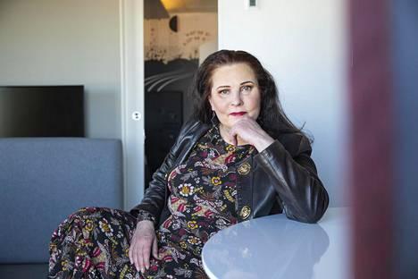 Kikan manageri Pia Temisevä näki läheltä laulajatähden uran huippuvuodet ja vastoinkäymiset.