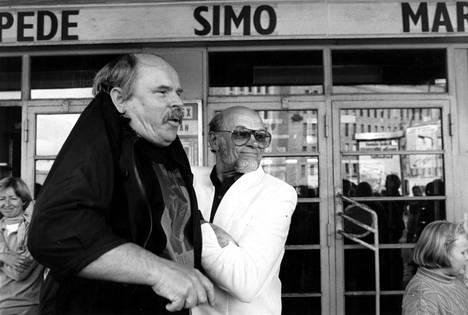 Ere Kokkonen ja Spede Pasanen ajautuivat riitoihin, mutta saivat asiat sovittua. Kuvassa kaksikko vuonna 1992.