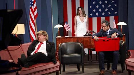 Putouksessa nähtiin sketsi Yhdysvaltain vastavalitusta presidentistä.