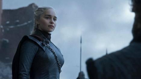 Game of Thrones kasvoi kahdeksan vuoden aikana maailman suosituimpiin kuuluvaksi tv-sarjaksi. Daenerystä näyttelee Emilia Clarke.
