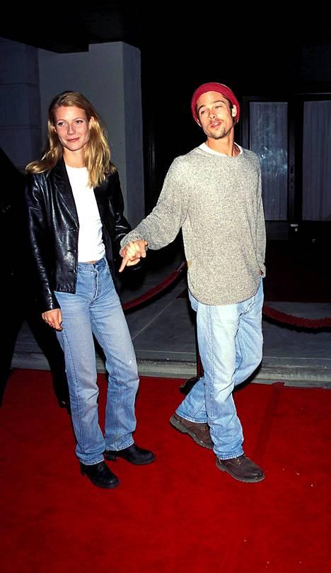 Ai niin, hekin olivat joskus yhdessä. Paltrow Brad Pittin käsipuolessa 90-luvun puolivälissä.