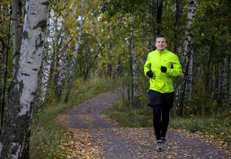Keskiväli lenkkeilee paljon. Hän sanoo, ettei varsinaisesti nauti juoksemisesta, mutta nauttii siitä, kuinka juostessa voi samalla kuunnella esimerkiksi podcastia tai tulosjulkistusta.