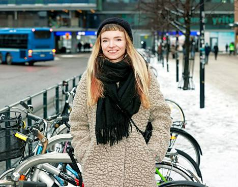 Juliana Hyrri, joka palkittiin viime vuonna Kritiikin kannuksilla, on noussut nopeasti suomalaisen uuden sarjakuvan huipulle.