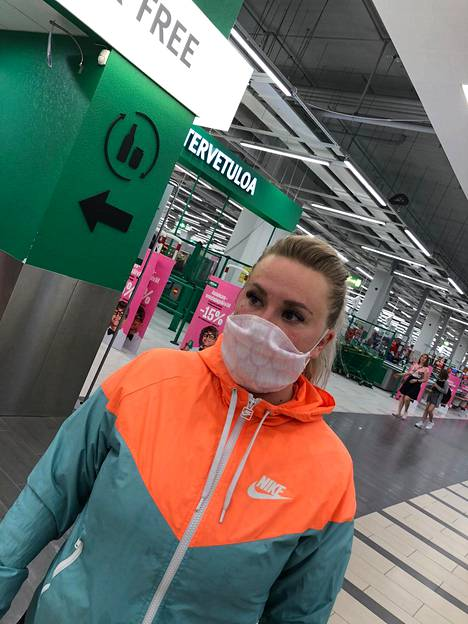 Pellavainen maski kutitti naamaa kauppareissulla.